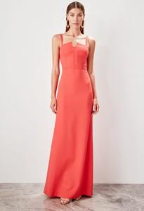 Sukienka Trendyol prosta na ramiączkach z dekoltem w kształcie litery v