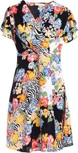 Sukienka Multu z dekoltem w kształcie litery v w stylu casual