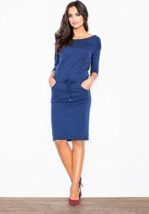 Niebieska sukienka Figl z okrągłym dekoltem