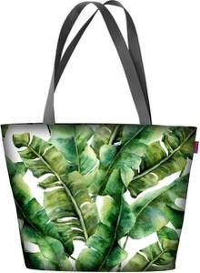Zielona torebka Bertoni w wakacyjnym stylu