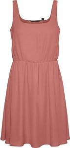 Różowa sukienka Vero Moda z okrągłym dekoltem mini na ramiączkach