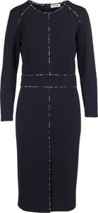 Czarna sukienka Open End z długim rękawem midi w stylu casual