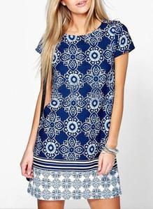 Niebieska sukienka Sandbella z krótkim rękawem z okrągłym dekoltem