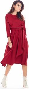 Czerwona sukienka Awama z długim rękawem z okrągłym dekoltem z tkaniny
