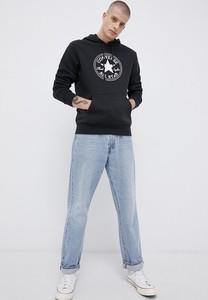 Czarna bluza Converse z nadrukiem w młodzieżowym stylu