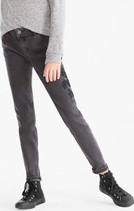Jeansy Here And There z jeansu w street stylu