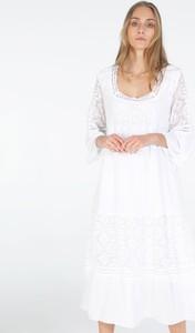 Sukienka Unisono z okrągłym dekoltem