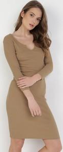 Sukienka born2be dopasowana z długim rękawem