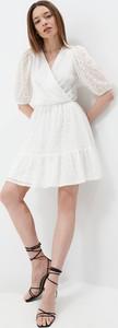 Sukienka Mohito mini z dekoltem w kształcie litery v z długim rękawem