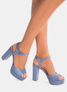 Niebieskie sandały deezee na platformie z klamrami