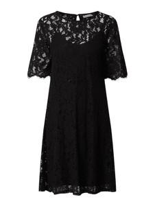Czarna sukienka Vila z okrągłym dekoltem rozkloszowana mini