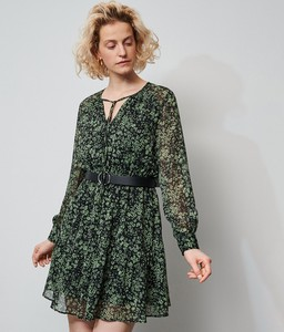 Zielona sukienka Reserved z żabotem
