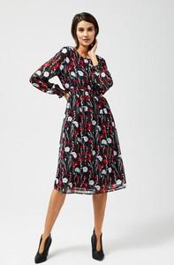 Sukienka Moodo z okrągłym dekoltem z długim rękawem