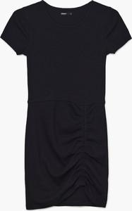 Czarna sukienka Cropp w stylu casual z krótkim rękawem mini