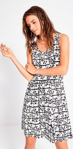 Sukienka Surkana z okrągłym dekoltem mini w stylu casual
