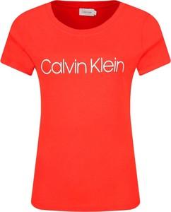 Czerwony t-shirt Calvin Klein w stylu casual