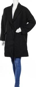 Czarny płaszcz BooHoo w stylu casual
