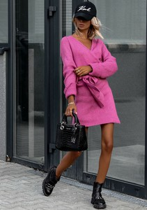 Różowa sukienka Latika z długim rękawem z moheru w stylu casual