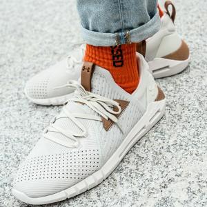 Buty sportowe Under Armour sznurowane w sportowym stylu