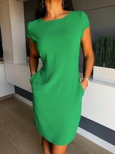 Zielona sukienka ModnaKiecka.pl prosta z krótkim rękawem