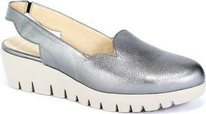 Srebrne sandały Wonders w stylu casual ze skóry