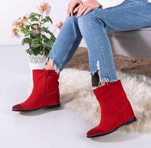 Czerwone botki Royalfashion.pl w stylu casual na koturnie