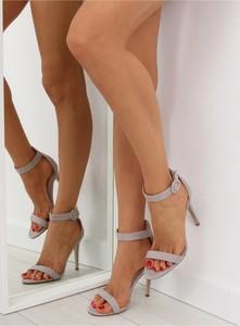 Sandały Inello na obcasie z zamszu z klamrami
