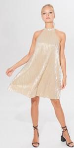 Złota sukienka Mohito mini bez rękawów rozkloszowana