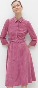 Różowa sukienka Reserved midi szmizjerka z kołnierzykiem