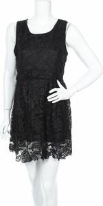 Czarna sukienka Tightrope z okrągłym dekoltem mini bez rękawów