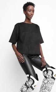 Czarna bluzka ubierzsie.com z tkaniny