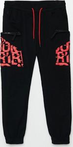 Czarne spodnie Cropp z dresówki