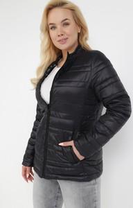 Czarna kurtka born2be krótka w stylu casual