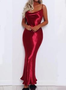 Czerwona sukienka Sandbella dopasowana