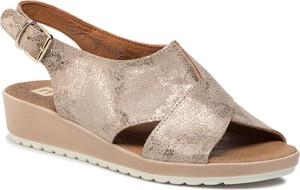 Sandały Nessi z klamrami w stylu casual na niskim obcasie