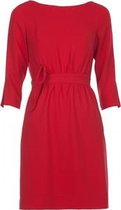 Czerwona sukienka VISSAVI z dekoltem w łódkę mini z tkaniny