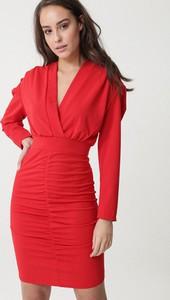 Czerwona sukienka born2be kopertowa z długim rękawem w stylu casual