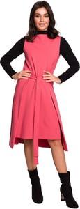 Różowa sukienka Be z dzianiny