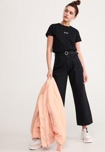 Czarny t-shirt Reserved z bawełny z okrągłym dekoltem