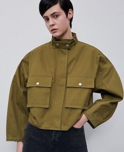Zielona kurtka Reserved w militarnym stylu