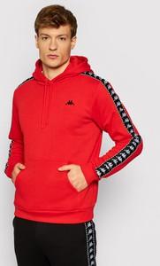 Czerwona bluza Kappa w młodzieżowym stylu