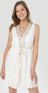 Sukienka born2be mini z dekoltem w kształcie litery v