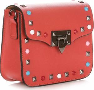 Czerwona torebka Vera Pelle z aplikacjami przez ramię