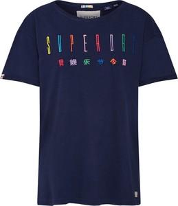Bluzka Superdry w młodzieżowym stylu