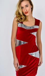 Czerwona sukienka Zoio w stylu glamour