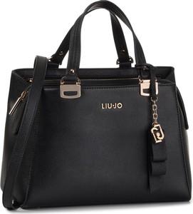 Czarna torebka Liu-Jo średnia do ręki z breloczkiem