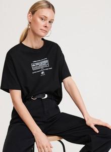 Czarny t-shirt Reserved w młodzieżowym stylu