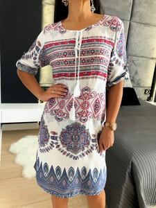 Sukienka ModnaKiecka.pl midi w stylu boho z żabotem
