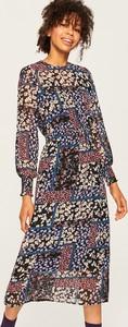 Sukienka Reserved z długim rękawem z okrągłym dekoltem