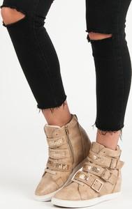Sneakersy Czasnabuty w młodzieżowym stylu na koturnie na zamek